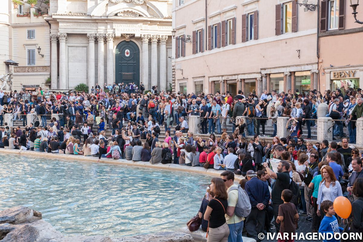 Crowd in front of the Trevi fountain