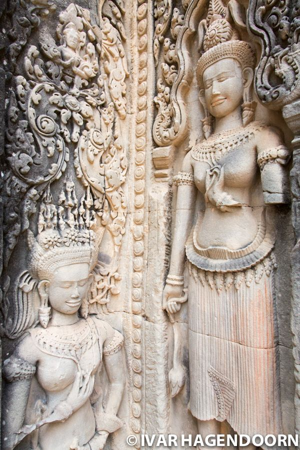 Carvings of devatas at Thommanon